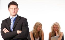 Geschäftsmann-Arme gefaltetes Team Stockfoto