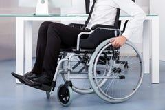 Geschäftsmann auf Rollstuhl Lizenzfreie Stockbilder