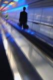 Geschäftsmann auf Rolltreppe Stockfotos