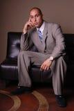 Geschäftsmann auf Sofa. Lizenzfreie Stockfotografie
