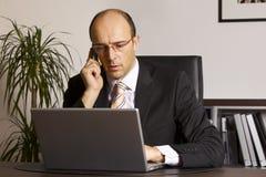 Geschäftsmann bei der Arbeit Lizenzfreies Stockfoto