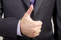 Geschäftsmann bietet Thumbs-Up an Stockfotografie