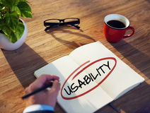 Geschäftsmann-Brainstorming About Usability-Konzept Stockfoto