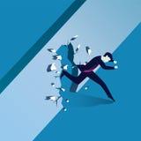 Geschäftsmann Breaking Wall des Hindernisses Stockbild