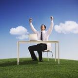 Geschäftsmann-Celebration Happiness Success-Freiheits-Konzept lizenzfreie stockfotografie