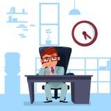 Geschäftsmann-Chef Sit At Office Desk Looking am Uhr-Fristen-Konzept Stockfotos
