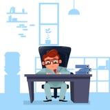 Geschäftsmann-Chef Sit At Office Desk Working mit Dokumenten Lizenzfreie Stockfotos