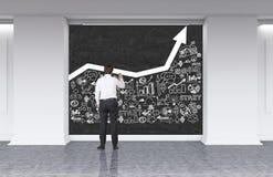 Geschäftsmann in den Klagenzeichnungs-Geschäftsikonen in der Lobby Lizenzfreie Stockfotos