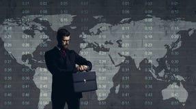 Geschäftsmann, der über Diagramm steht Vektorabbildung, getrennt auf einem Weiß Geschäft, Büro, Karrierekonzept Stockfotografie