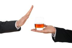 Geschäftsmann, der Alkohol vermeidet Lizenzfreies Stockfoto