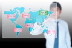 Geschäftsmann, der Asien-Taste auswählt Lizenzfreies Stockfoto