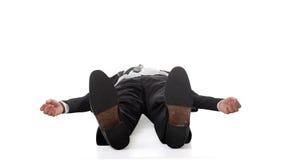 Geschäftsmann, der auf dem Boden liegt stockbild