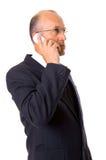 Geschäftsmann, der auf dem Mobiltelefon spricht Lizenzfreies Stockfoto