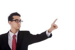 Geschäftsmann, der auf Kopienraum zeigt Lizenzfreie Stockfotos