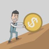 Geschäftsmann, der aufwärts eine enorme Münze mit Dollarzeichen drückt Lizenzfreie Stockbilder