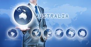 Geschäftsmann, der Australien-Kontinent wählt stockfotos