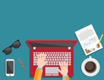 Geschäftsmann, der Bestellungen unter Verwendung eines Laptops macht lizenzfreie abbildung