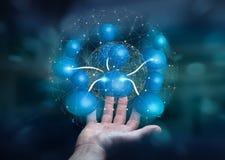 Geschäftsmann, der blaue Wiedergabe des Ikonensozialen netzes 3D hält Stockfotografie
