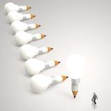 Geschäftsmann, der Bleistift 3d und Glühlampe betrachtet Lizenzfreie Stockbilder
