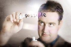 Geschäftsmann, der das unmögliche mögliche macht Stockfoto