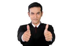 Geschäftsmann, der 2 Daumen, lokalisiert auf Weiß aufgibt Stockfotografie