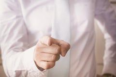 Geschäftsmann, der den Finger zeigt Lizenzfreies Stockbild