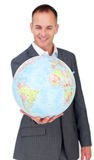 Geschäftsmann, der an der globalen Geschäftsausweitung lächelt Stockbild