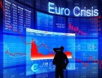 Geschäftsmann, der die Eurokrise gegenüberstellt Stockfotos