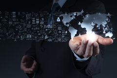 Geschäftsmann, der die Welt 3d zeigt Stockfotos