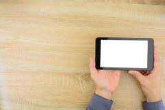 Geschäftsmann, der digitale Tablette mit leerem Bildschirm hält Lizenzfreie Stockfotos