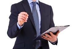 Geschäftsmann, der ein Klemmbrett hält. Lizenzfreies Stockbild
