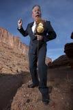 Geschäftsmann, der ein Steuerknüppel-Pferd reitet Stockbild