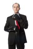 Geschäftsmann, der eine Gleichheit mit Verpackenhandschuhen bindet Lizenzfreie Stockfotos
