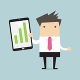 Geschäftsmann, der eine Tablette mit wachsendem Diagramm hält Lizenzfreie Stockfotos