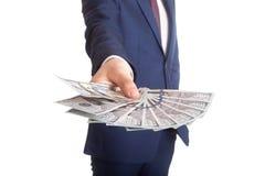 Geschäftsmann, der eine Verbreitung des Dollars anzeigt Lizenzfreies Stockbild