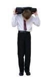Geschäftsmann, der einen Aktenkoffer auf einer Rückseite trägt Lizenzfreies Stockfoto