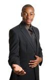 Geschäftsmann, der einen Händedruck und eine Hilfe anbietet Lizenzfreies Stockfoto