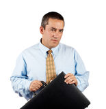 Geschäftsmann, der einen schwarzen Geschäftsaktenkoffer anhält Lizenzfreie Stockfotos