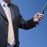 Geschäftsmann, der eMail empfängt stockfoto