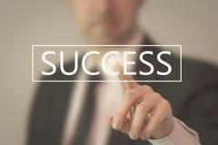Geschäftsmann, der Erfolg wählt Stockfoto