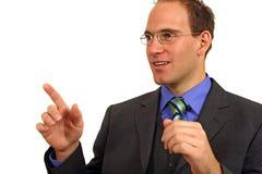 Geschäftsmann, der Erklärung abgibt Stockfoto