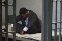 Geschäftsmann in der Gefängniszelle Lizenzfreies Stockbild