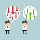 Geschäftsmann, der an Geschäftspfeilpositiv und -negativ denkt Lizenzfreie Stockbilder