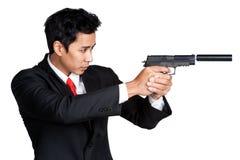 Geschäftsmann, der Gewehrtrieb hält Lizenzfreies Stockfoto