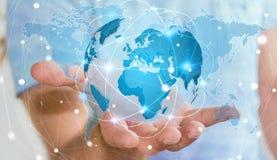 Geschäftsmann, der globales Netzwerk auf Wiedergabe der Planetenerde 3D hält Stockfotografie