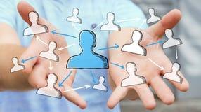 Geschäftsmann, der Hand gezeichnetes Soziales Netz hält Stockfotos