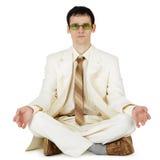 Geschäftsmann in der hellen Klage - ursprüngliche Methode entspannt sich Stockfoto