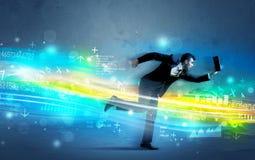 Geschäftsmann, der in High-Teches Wellenkonzept läuft Stockfoto