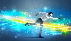 Geschäftsmann, der in High-Teches Wellenkonzept läuft Lizenzfreies Stockfoto
