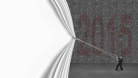 Geschäftsmann, der hinunter den weißen Vorhang bedeckt alten Ziegelstein 2015 w zieht Stockfotos